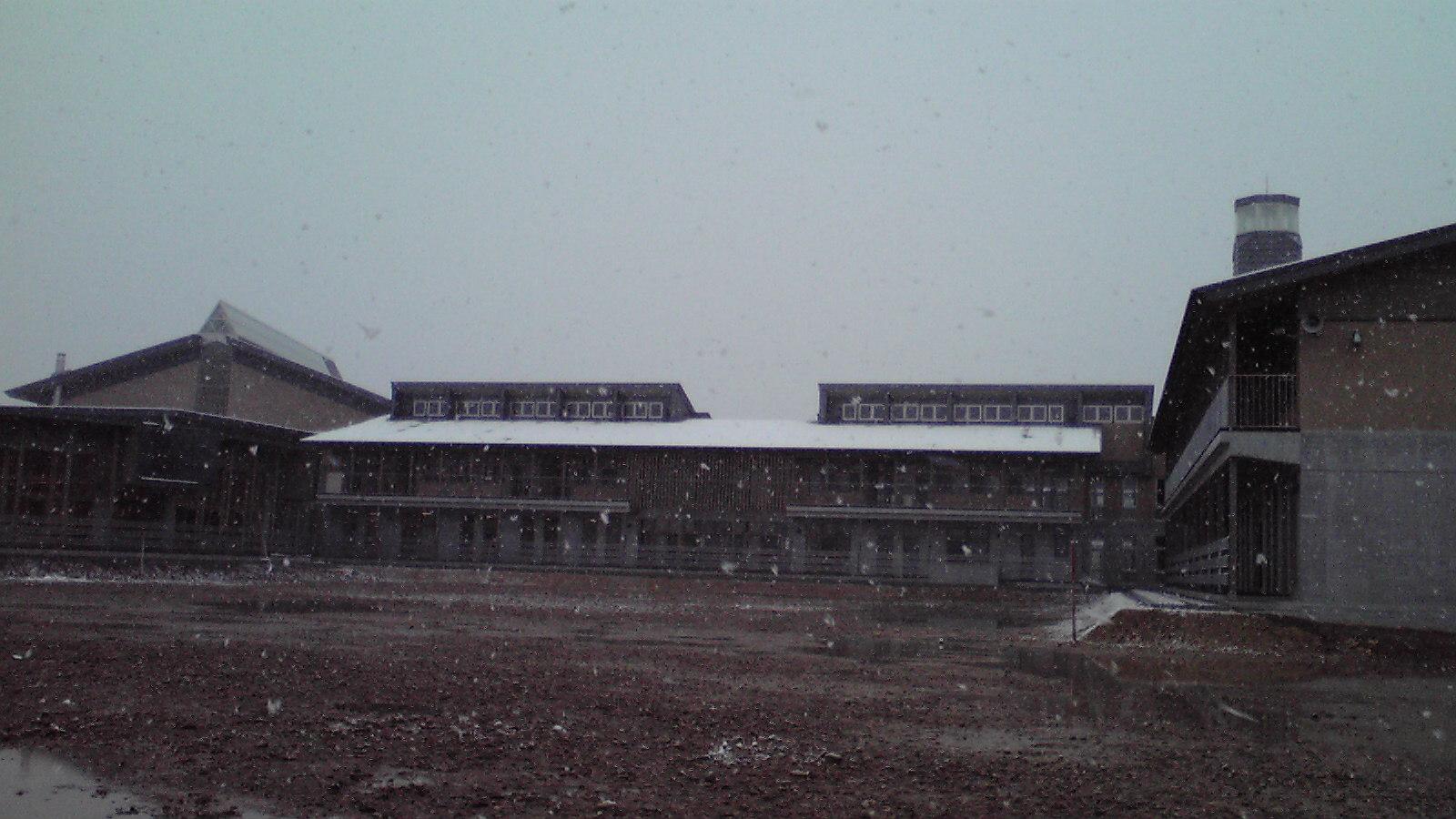雪降るなか
